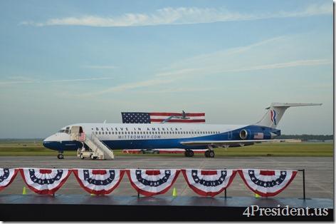 Photo by Eric Appleman, Mitt Romney Plane DSC_0248