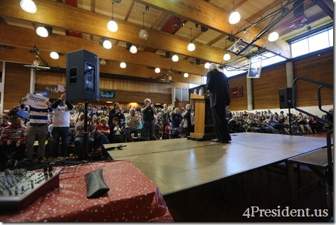 Bernie Sanders Town Meeting Photos, Minneapolis, Minnesota, May 31, 2015, Minneapolis American Indian Center, 2 of 3 IMG_2588