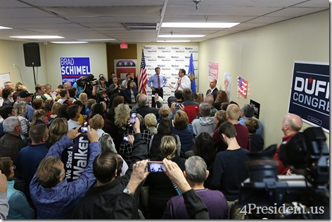 Scott Walker Chris Christie Hudson Wisconsin Victory Center IMG_6444x
